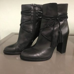 Size 7 Vince Camuto Black Leather Tassel Bootie